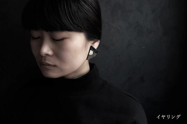 黒い革と金属のピアス・イヤリング(Lsize)