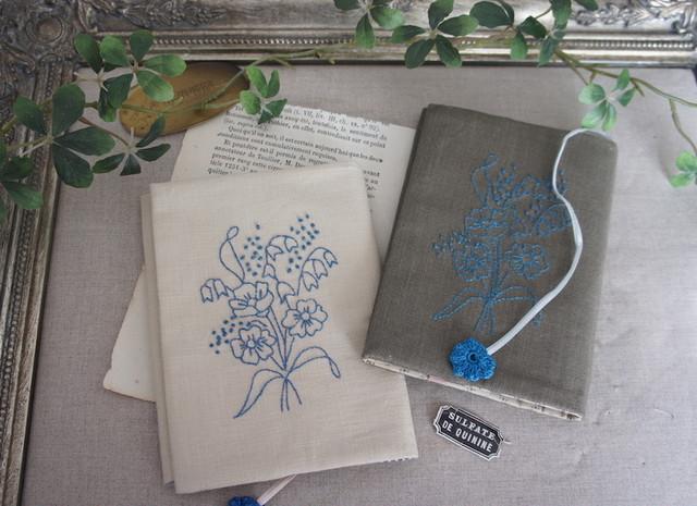 刺繍の文庫カバー(ベージュ)