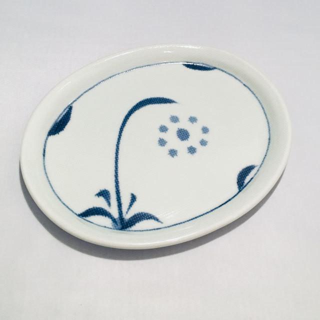 【砥部焼/梅山窯】楕円深皿(唐草)