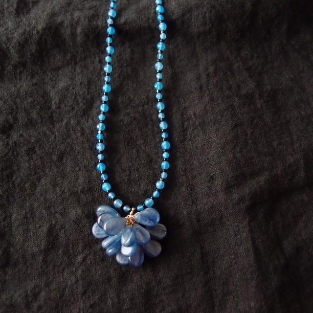 ブルーアゲートとカイヤナイトのネックレス