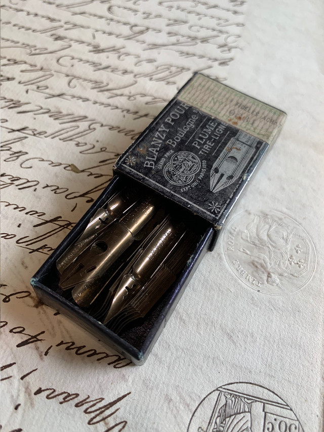 小さな紙箱 ニブ ペン先入り 黒 BLANZY POURE & CIE