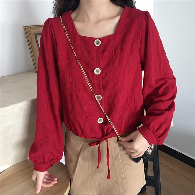 レディース ショートブラウス レッド ブラウス ショート丈 パフスリーブ フロントボタン スクエアカラー シンプル 春 秋 韓国 韓国ファッション / Loose square collar short shirt (DTC-602170535172_red)