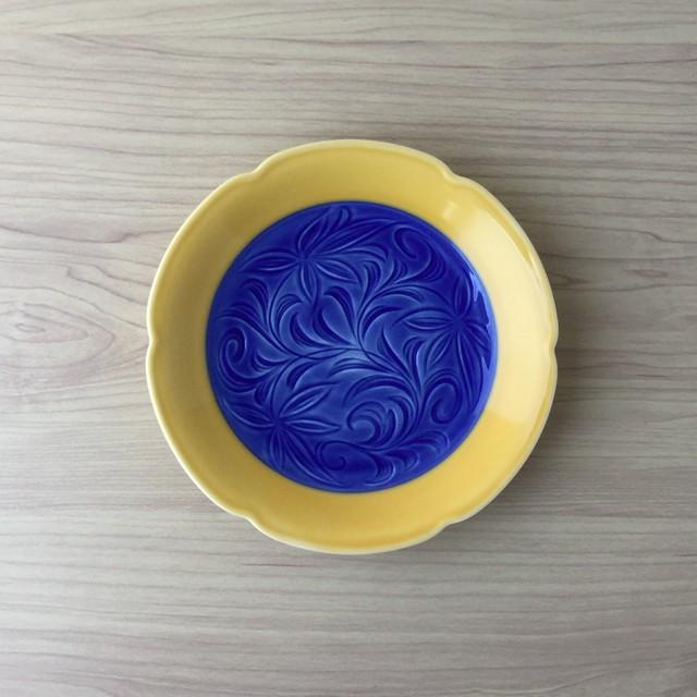 【有田焼】黄釉唐草彫 渕切5寸皿