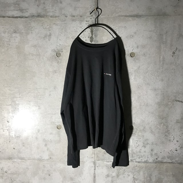 [TOMMY] HILFIGER pointed black long T-shirt