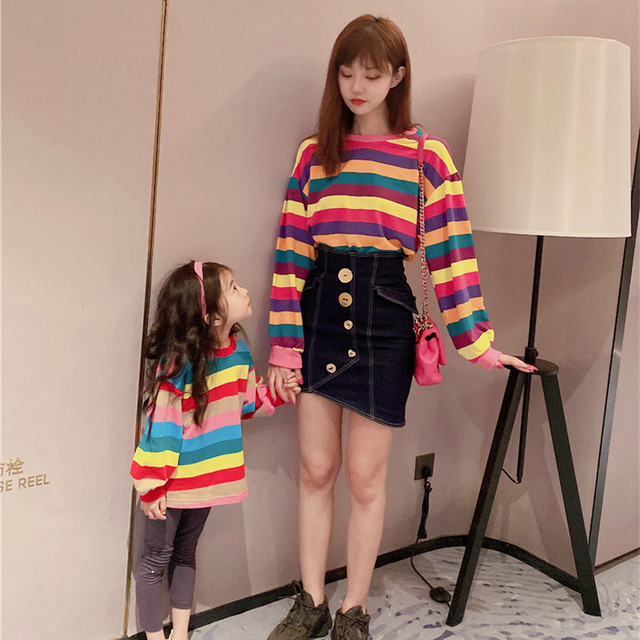 かっこいい母とセーター、流行の秋のレインボーTシャツ、親子服、洋風ストライプトップス オータム 秋物 kiki原创亲子装 kiki原创亲子装43470242023