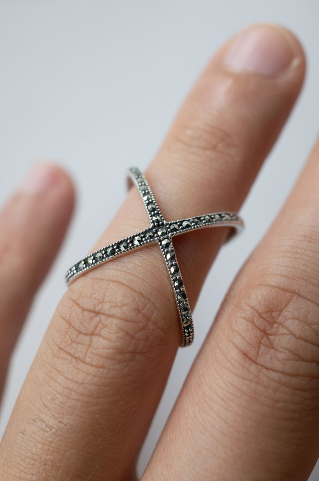 Staring Silver X Ring