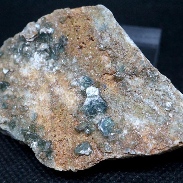 トパゾライト + クリノクロア ガーネット 灰鉄柘榴石 原石 84,8g AND052 鉱物 標本 原石 天然石