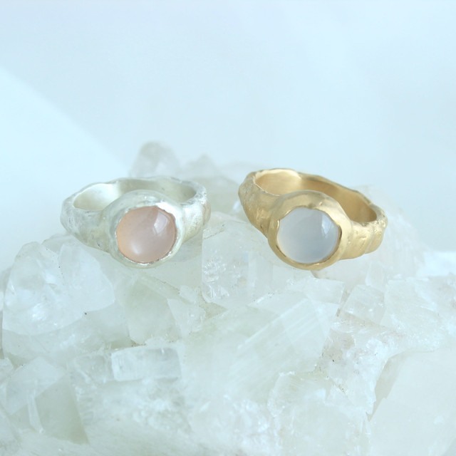 Ring / Pale Gemstone