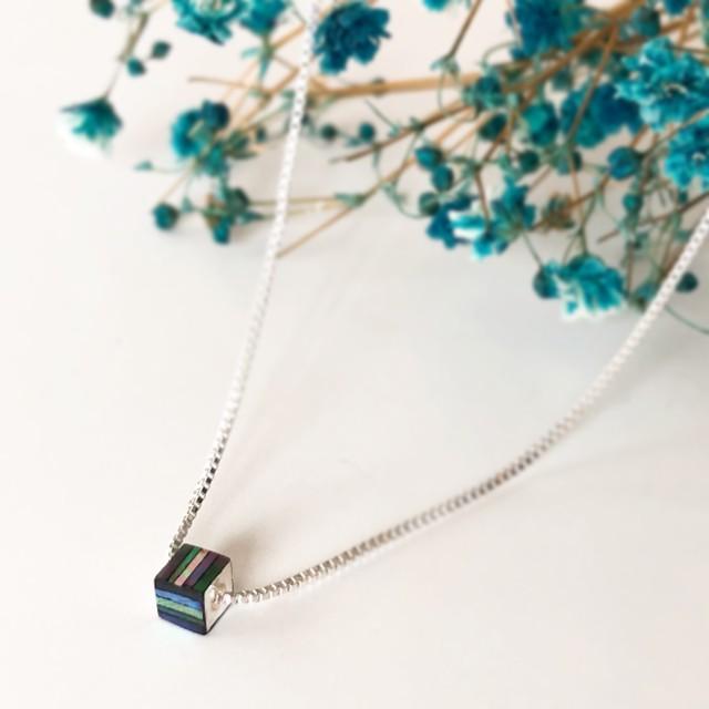 螺鈿ネックレス・シルバーキューブ