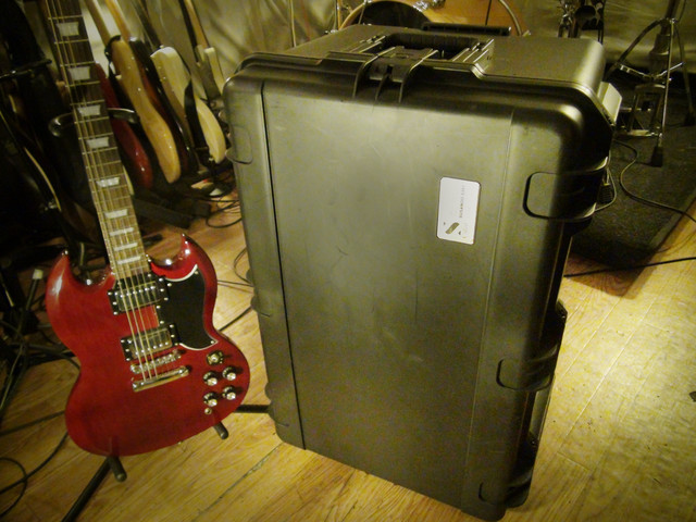 Silent Cabinet for Guitar Amp + SHURE SM57(新品保証書付き)内蔵&マイキングサービス~ 2本目のマイク搭載バージョン