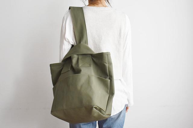 CLOUCHY SHOULDER BAG (オールオリーブ / カーキ)