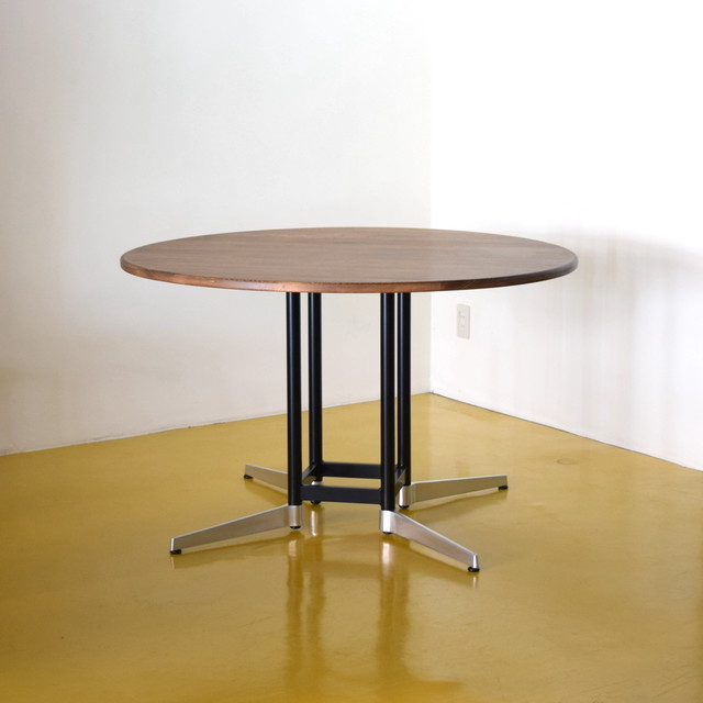 Karl 120 Round Table