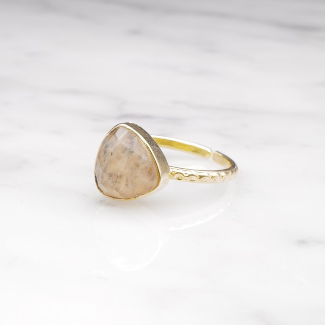 SINGLE TRIANGLE STONE RING GOLD 010