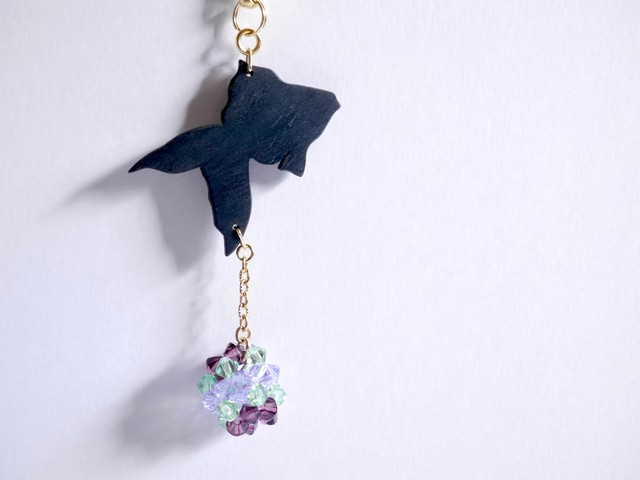 【Y-01】木製金魚の帯飾り・4色《ゆらゆら金魚/紫系、ピンク系、イエロー系、緑系》