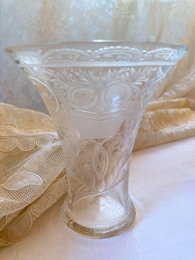 フランス 薔薇のカットガラスのフラワーベース