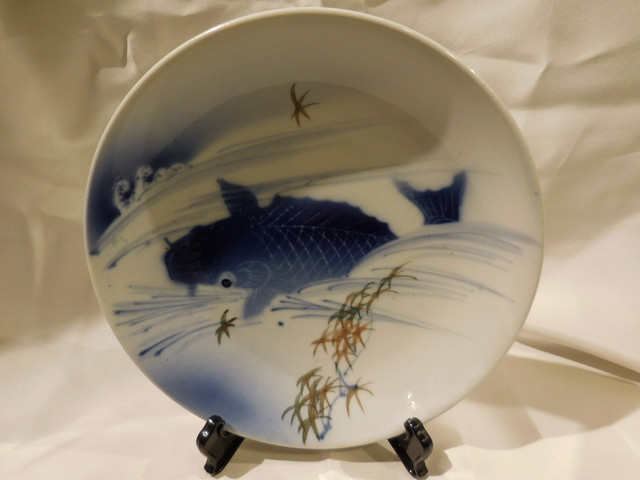 染付鯉皿 Blue & white porcelain plate