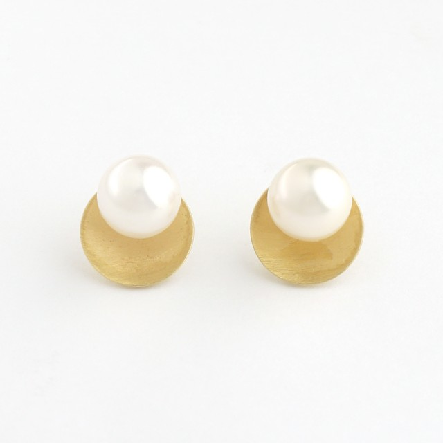 Akoya pearl circle pierce