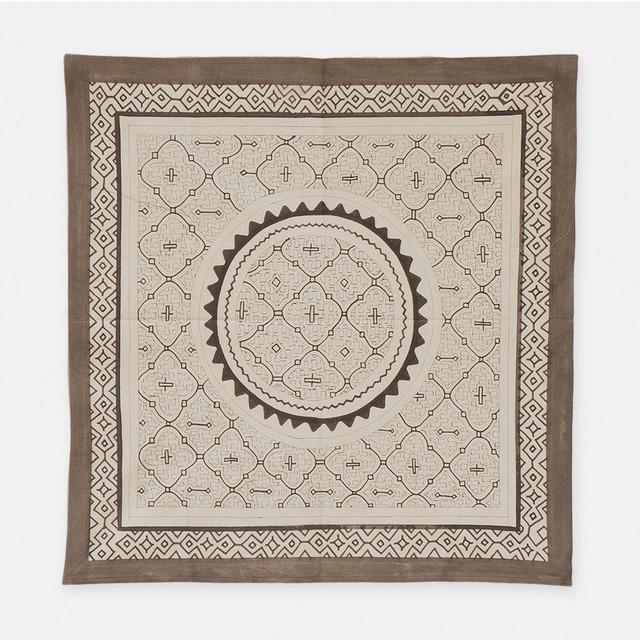S016 SHIPIBO TEXTILES シピボ族の泥染めの布 白フチ縫い 740×720mm