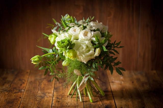【花のプレゼント】花束ブーケタイプ(ホワイト×グリーン)