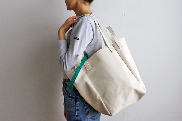 DROP SHOULDER TOTE BAG (キナリ×グリーン)