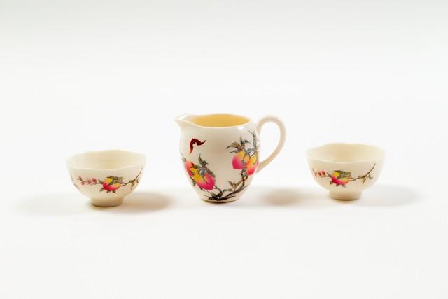 桃とコウモリ柄の茶器セット