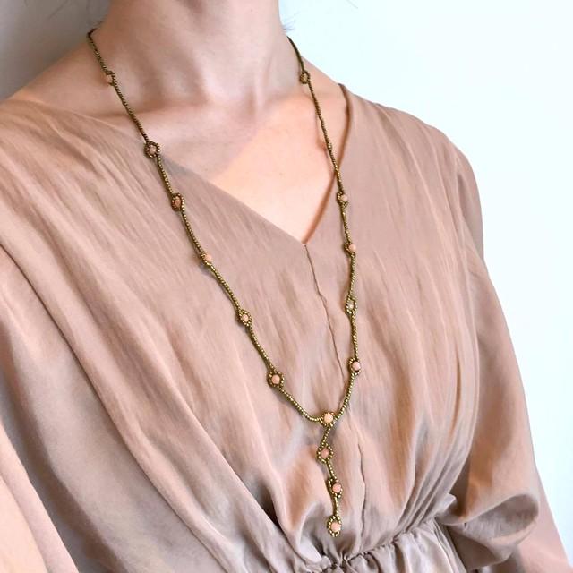 AGビーズとお花風天然石のネックレス(3色)