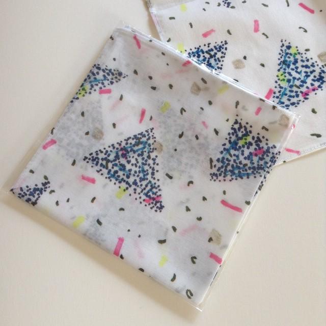 さんかく handkerchief