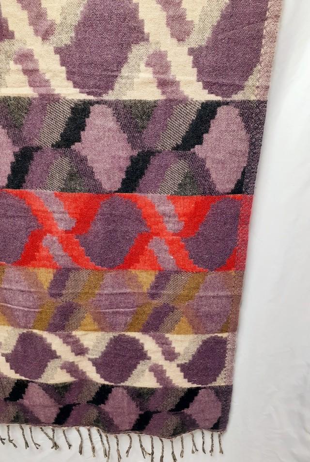 大きなウールショール(モダンな柄)(紫×赤×白×黒×茶)