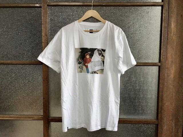 DEDICATED STOCKHOLM THE CHASE TEE (WHITE)