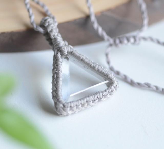 カーサクリスタル・トライアングルマクラメ編みペンダント triangl-0001