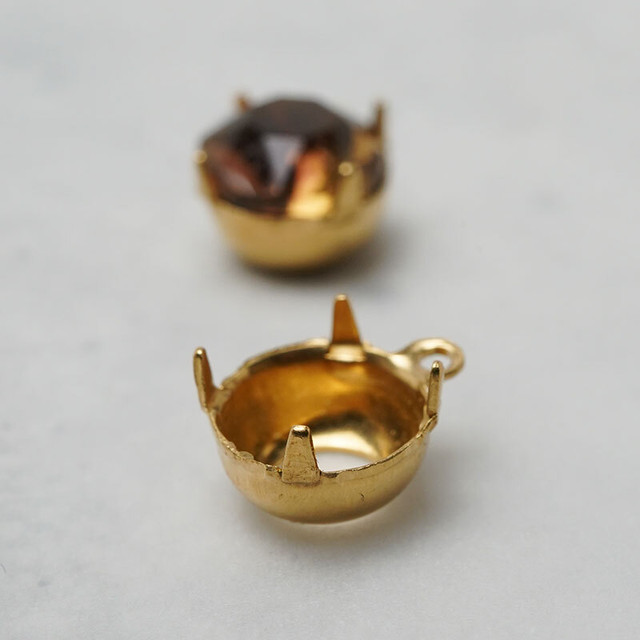 ラウンド40ss(8ミリ前後)真鍮製の石座カン付き(6コ)