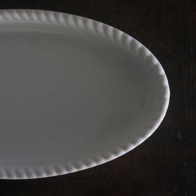 古い国産の白磁オーバル皿