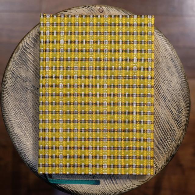 ミャンマー製 シルク伝統柄ゴールド A5無地Colorisノート ユーティリティサイズ