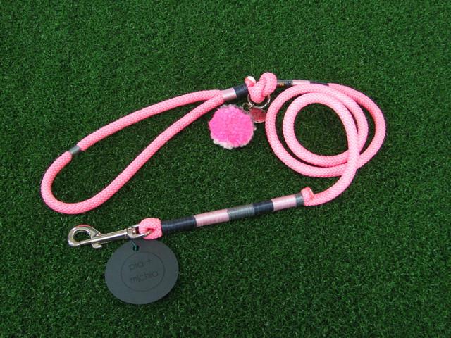 ドッグリード/ロープ/ピンク×グレー糸/シルバー金具【鮮やかなピンクの中に、グレー系の糸を巻きシンプルに仕上げています、ハワイのデザイナーが色合いを独自で考えデザインしました】【ハワイのデザイナーによる手づくり】【一点物】【オリジナル】【ハワイ】