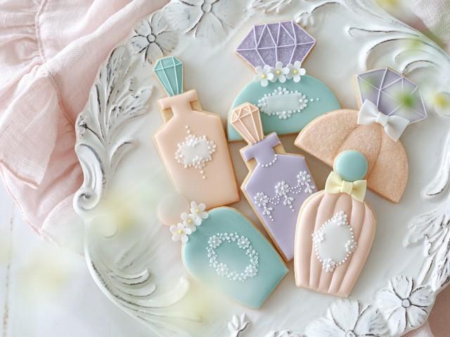 """Perfume bottle "" DIY cookie kit & Video lesson"