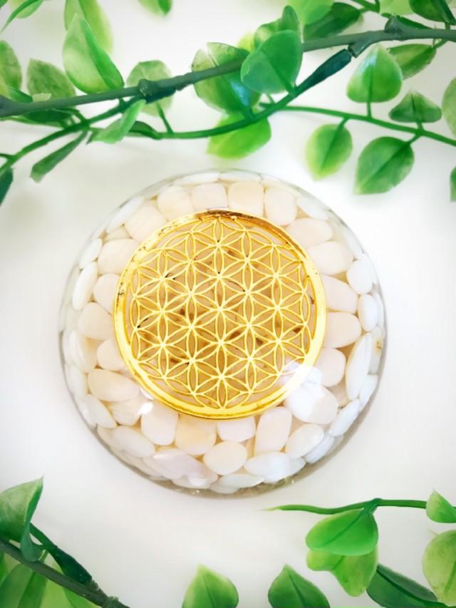 子宝オルゴナイト・ドーム型246《8cm》~マザーオブパール&珊瑚&フラワーオブライフ~