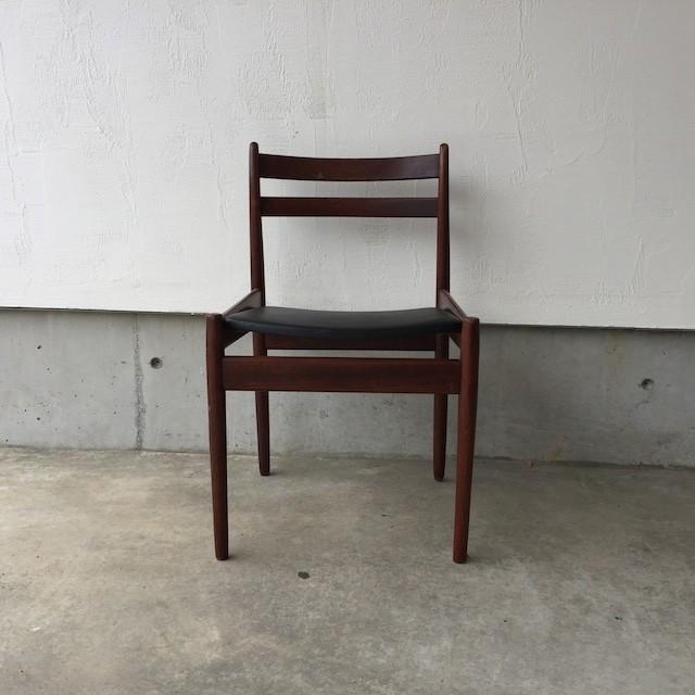 VAN DEN BERGHE Denmark Easy Chair