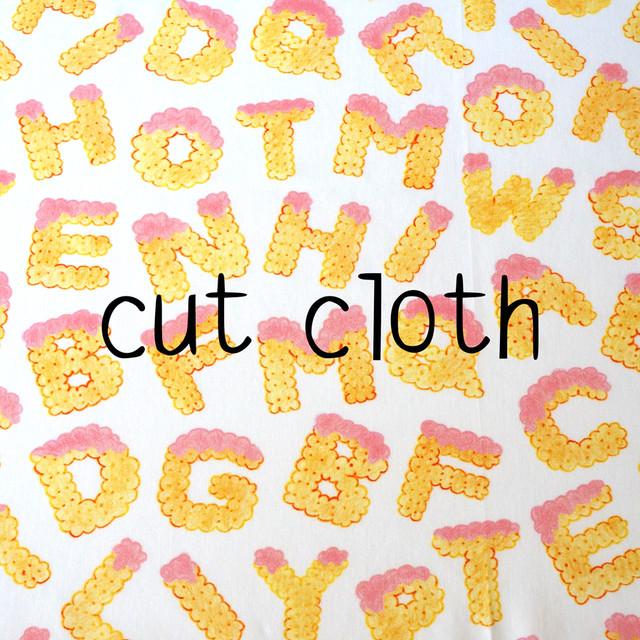 【カットクロス】biscuits alphabet(strawberry)オーガニックコットン サテン(70×43cm)
