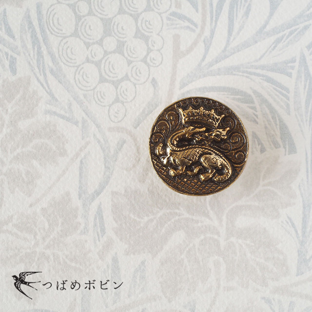 イタリア・ヴィンテージボタンの帯留◎ドラゴンと王冠