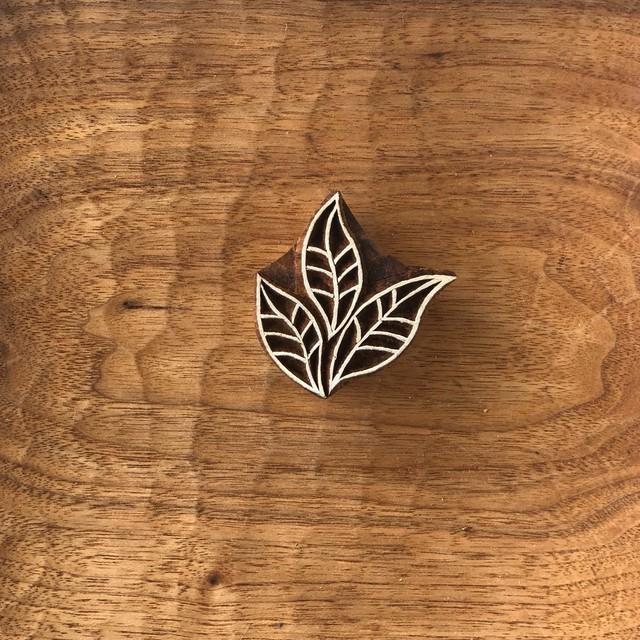 ウッドブロックスタンプ 013 木の葉 約5×5cm