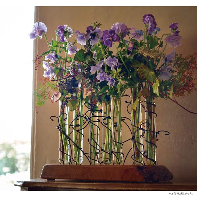 ローラン・ボーニッシュ「ワイヤー装飾置き型花器」