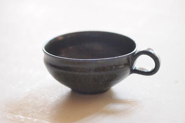 余宮隆 24.鉄釉スープマグ