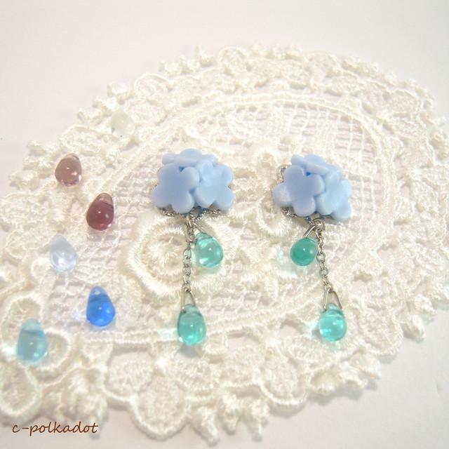 【選べるカラー】お砂糖菓子みたいな紫陽花(青)のピアス/イヤリング
