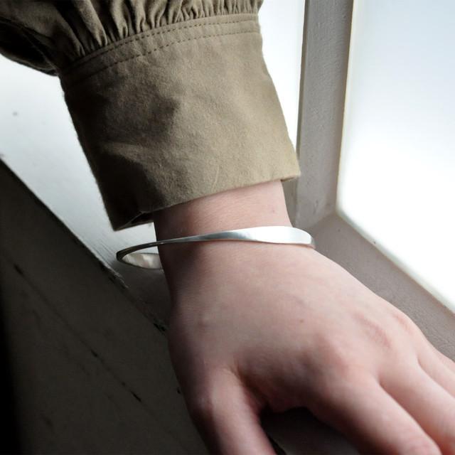 indigo-silver WORKS - wave bracelet silver -