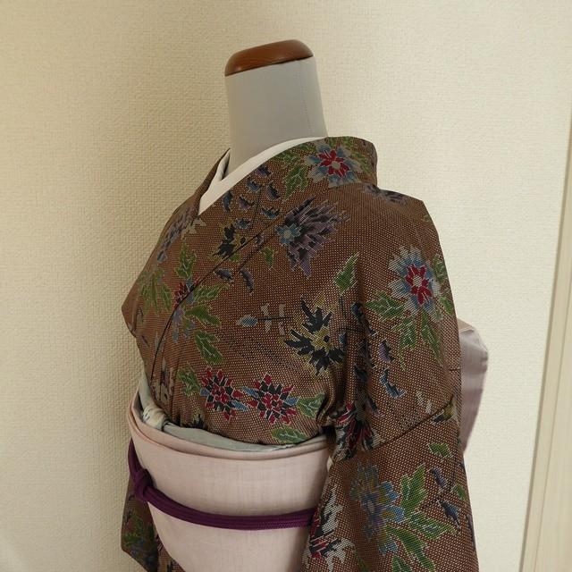 本場大島紬 チョコ色に花の織り模様 袷の着物