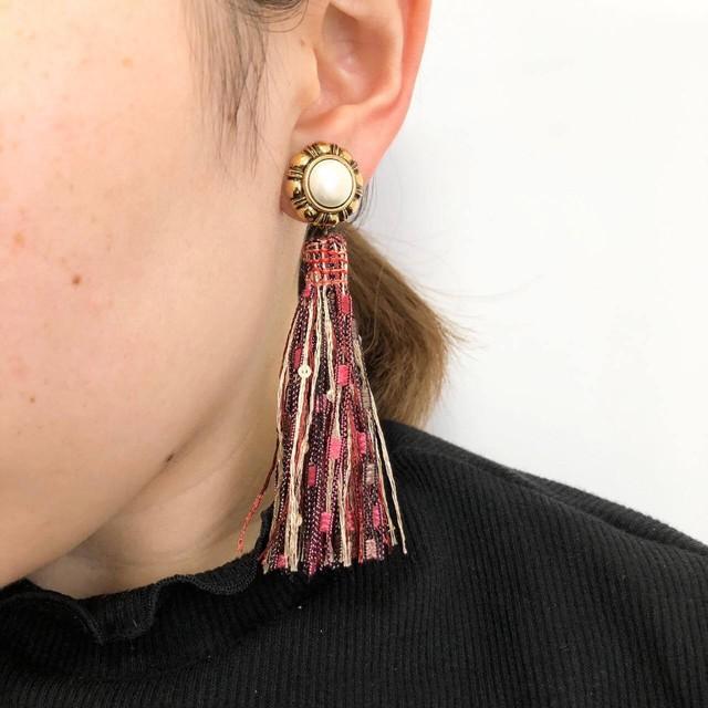 お花風トップとピンクブラウンタッセルの耳飾り