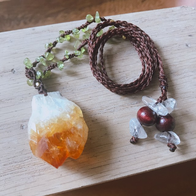 シトリン原石を楽しむ、太陽と森のペンダント