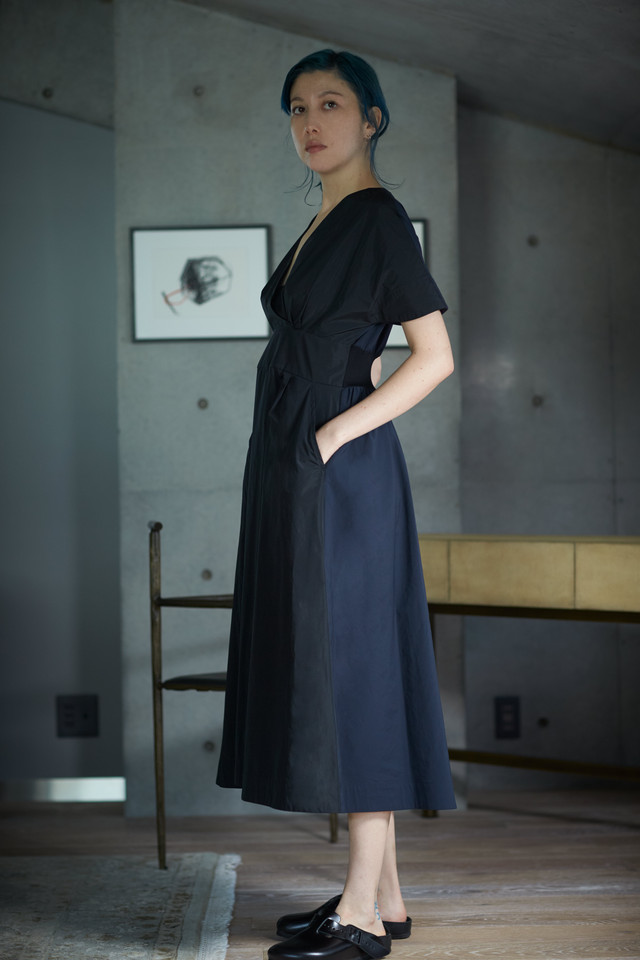 【予約販売】V DRESS - BLACK x BLUE