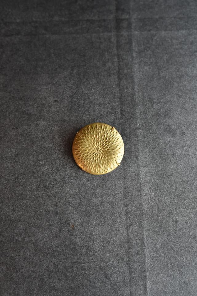 大桃沙織 ブローチ