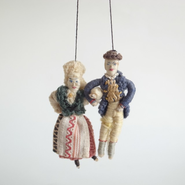 民族衣装の人形